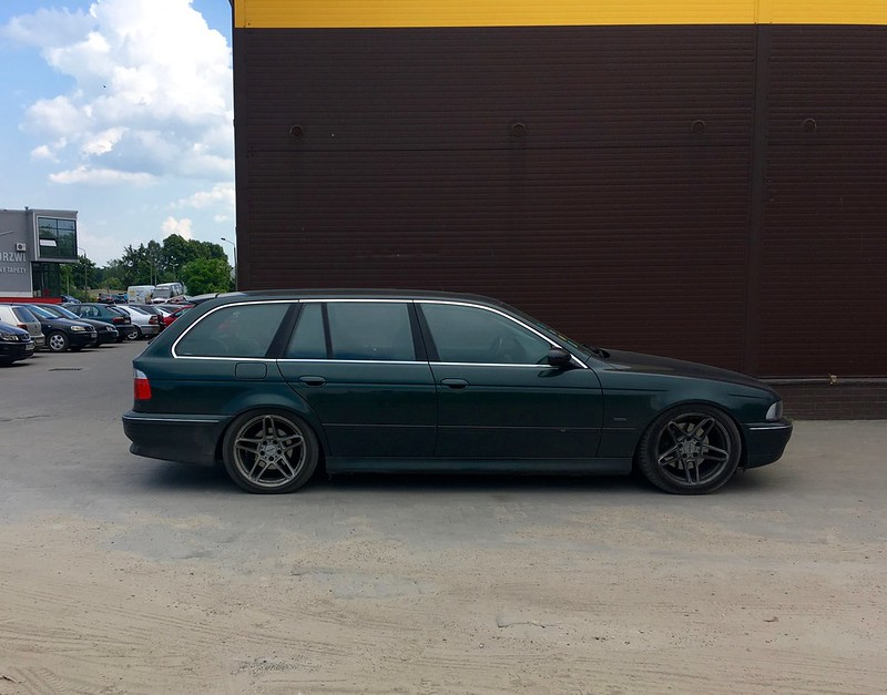 Vehicle introduction : 2000 BMW e39 523i Touring